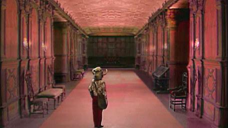 An ornate palace corridor, part of Witch Haven, as seen in Series 6 of Knightmare (1992).