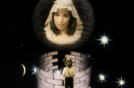 Knightmare Series 2 Team 4. Mark frees the maid and becomes Knightmare's first winner.