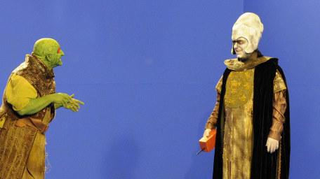 Lord Fear (Mark Knight) and Lissard (Cliff Barry) on the blue screen void during the 2013 Geek Week episode of Knightmare.