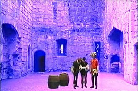 A courtyard in the third series of El Rescate del Talisman.