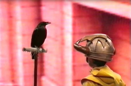 The knight speaks to a raven in the third series of El Rescate del Talisman.