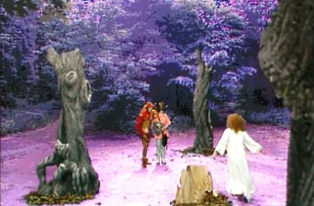 Knightmare Series 4 Team 1. Mellisandre demonstrates a route to a hidden exit.