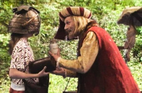 Knightmare Series 5 Team 5. Julius Scaramonger tries to sell Jenna an item.