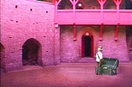 Knightmare Series 5 Team 6. A chest appears in a courtyard.