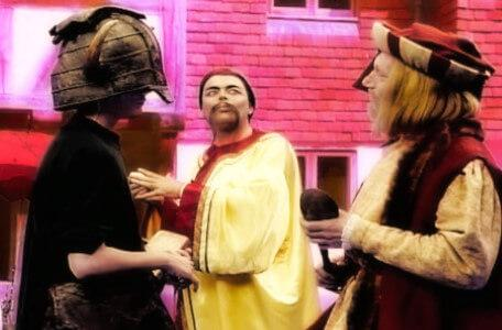Knightmare Series 6 Team 1. Matt is caught between two traders in Wolfenden.