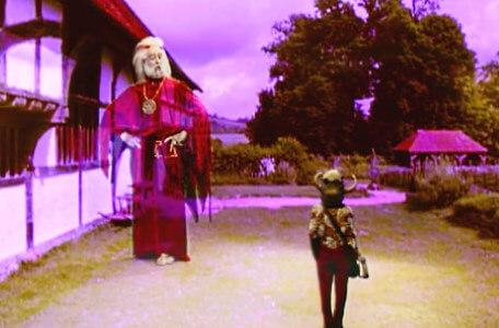 Knightmare Series 6 Team 2. In a garden square, Sumayya summons a large apparition of Hordriss the Confuser.