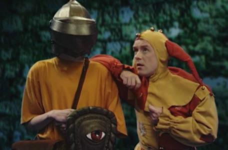 Knightmare Series 8 Team 1. The returning Motley the Jester listens while perched on Richard's shoulder
